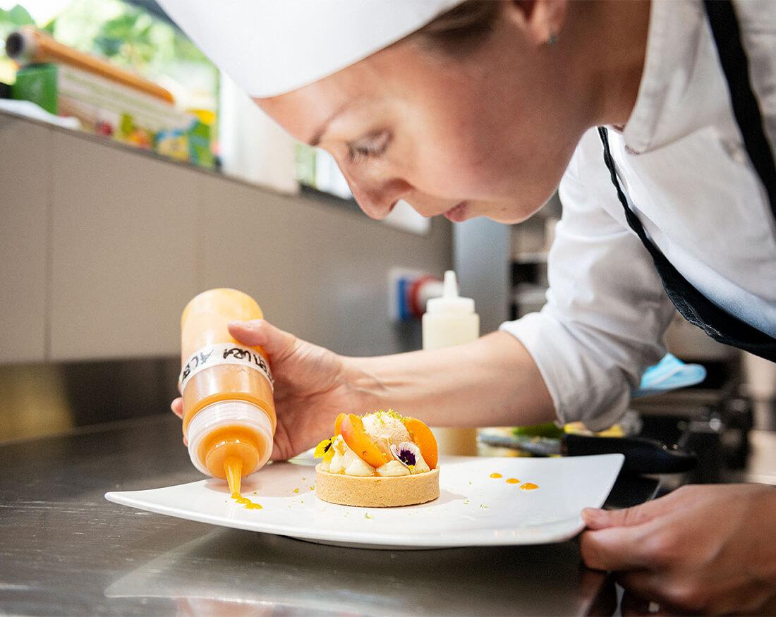 Hotel ristorante Giardinetto cuoco in azione portfolio Claudio Bellosta