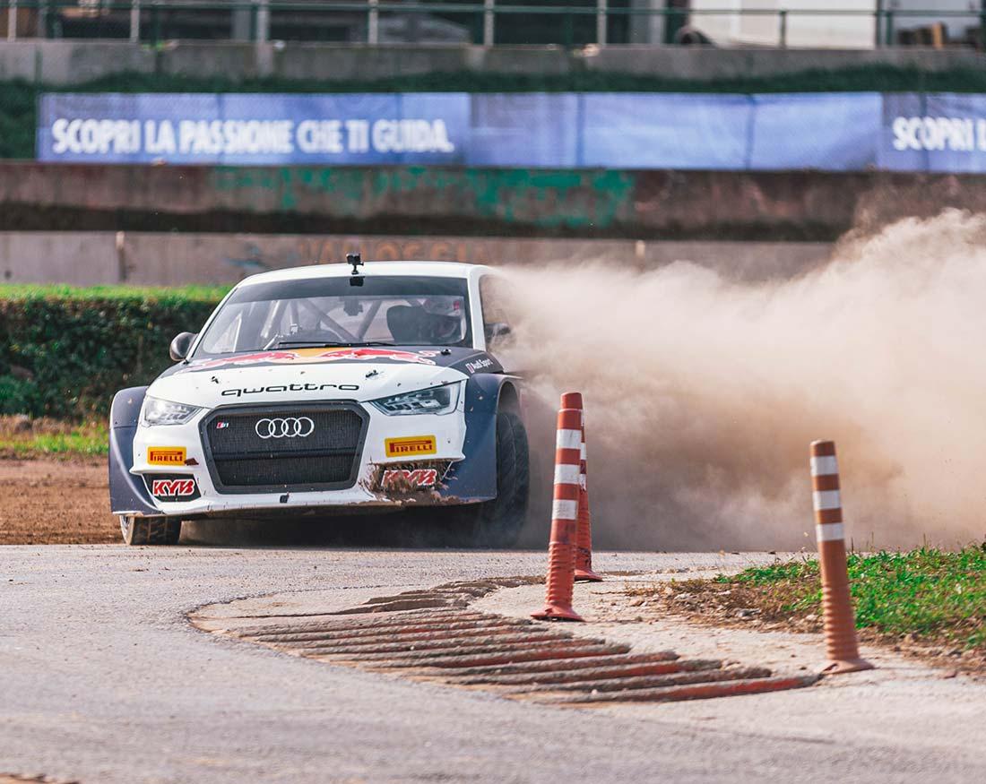 Red-Bull-Andrea-Dovizioso-in-azione-con-Audi-portfolio-Claudio-Bellosta-Studio